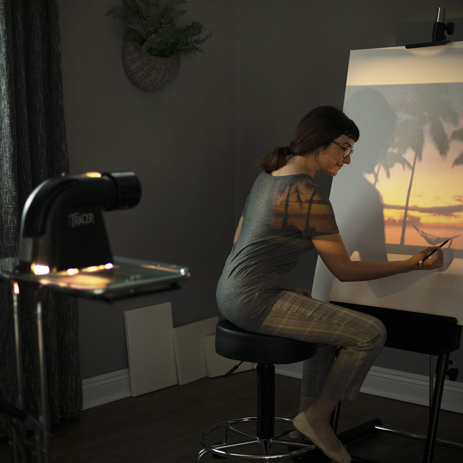 lady using Artograph Tracer